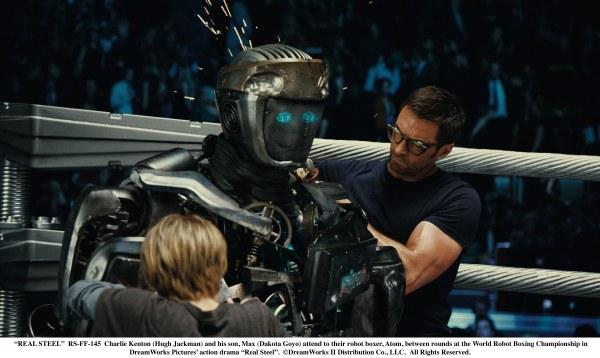 Dakota Goyo, Roboter Atom und Hugh Jackman in Real Steel