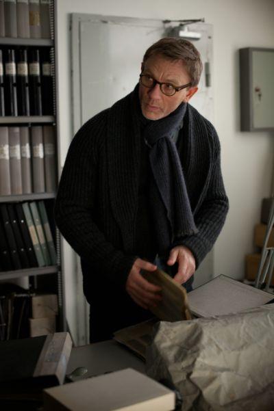 """Ganz bieder mit Brille und Schal: Daniel Craig als """"Mikael Blomkvist"""" in Sony Pictures' VERBLENDUNG."""