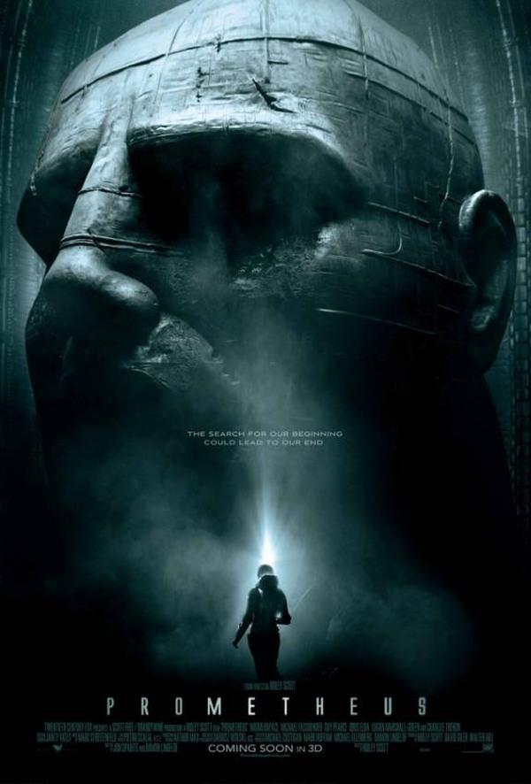 Das Plakat zum Film Prometheus von Ridley Scott zeigt einen steinernen Menschenkopf im Halbschatten. Von oben fällt ein wenig Licht auf die Statue. Winzig klein steht davor eine Gestalt im Raumanzug, die in einem grellen Lichtblitz fast nur als Silhouette zu erkennen ist.