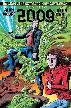Das Cover von Century 2009 von Alan Moore und Kevin O'Neill: Zwei Frauen uf Trümmern eines Gebäudes, umgeben von einer grünen Schleimmasse mit Augen. Eine Frau hat kurze Haare und trägt eine Lederjacke sowie ein T-Shirt mit der Zahl 999. In der Hand hat sie eine Art  Lichtschwert, die andere Frau hat lange Haare und trägt einen roten Hoodie. Sie scheint zu frösteln.