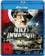 Cover der Blu-ray Disc Nazi Invasion. Das Gesicht einer Hitlerpuppe vor einer Hakenkreuzfahne ist zu sehen, darunter der Schriftzug Nazi Invasion.