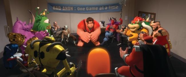 Wreck-It Ralph un zahlreiche andere Figuren aus Spielen wie Bowser, Dr. Eggman und M. Bison in der Selbsthilfegruppe