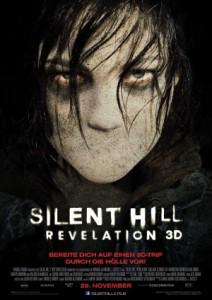 Filmplakat von Silent Hill: Revelation 3D. Eine bleiche Frau mit dunklen Augenringen, der ihre schwarzen Haare ins Gesicht hängen, schaut den Betrachter an. Sie hat keinen Mund. Unter ihrem Konterfei steht in weißen Lettern der Filmtitel