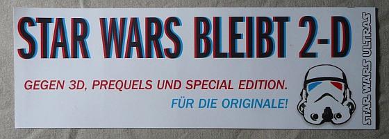 """Sticker mit der Aufschrift: """"Star Wars bleibt 2-D Gegen 3d, Prequels und Special Edition. Für die Originale!"""" und einem Stormtrooperhelm mit Augenschlitzen in blau und rot."""