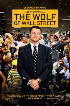 Das Plakat von The Wolf of Wall Street: EIn lächelnder Mann im Anzug (DiCaprio), hinter ihm eine wilde Party.