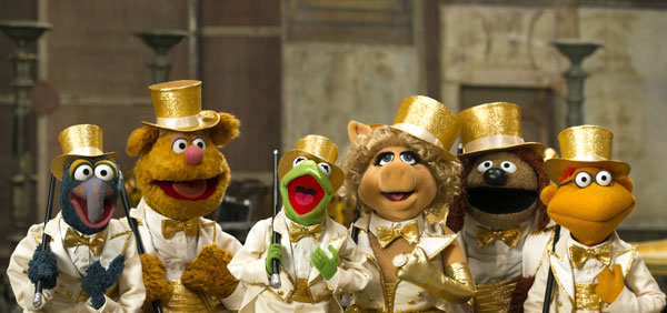 """""""MUPPETS MOST WANTED"""" (L-R) GONZO, FOZZIE BEAR, KERMIT THE FROG, MISS PIGGY, ROWLF and SCOOTER.. Ph: Jay Maidment...©2014 Disney Enterprises, Inc. All Rights Reserved."""