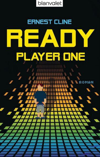 Cover von Ready Player One - Die pixelige Figur eines Jungen in kurzen Hosen vor einer farbigen Pixelwand, die sich in der Schwärze verliert.