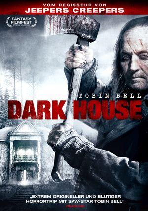 Das Cover von Dark House zeigt einen älteren langhaarigen Mann (Tobin Bell), der eine schwere blutige Axt erhoben hat. Im Hintergrund ein heruntergekommenes Herrenhaus.