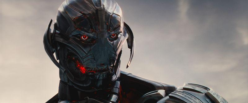 Der Kopf eines Roboters mit rot leuchtenden Augen.