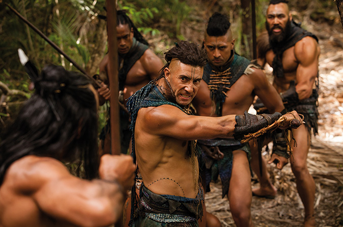 Maori-Krieger tauschen Drohgebärden aus.