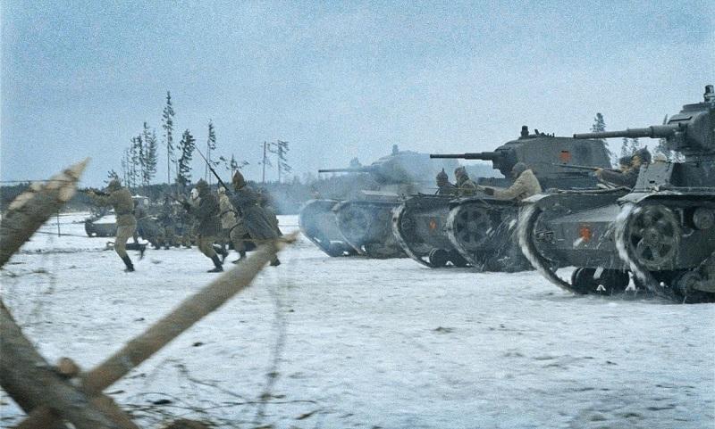 Szene aus Winterkrieg: Sowjetische Panzer rücken vor.