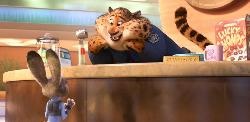 Ein Häschen steht vor einer Anmeldung, dahinter ein übergewichtiger Gepard in Polizistenuniform.