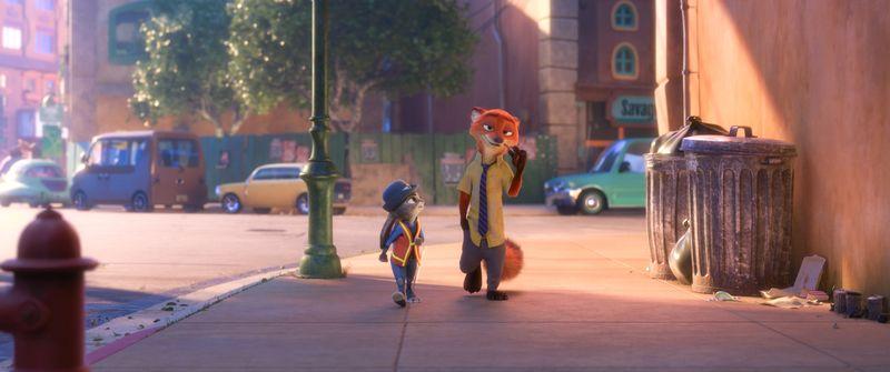 Ein Fuchs mit Schlips und Hemd sowie eine Häsin in Politessenuniform gehen auf zwei Beinen durch die Stadt.