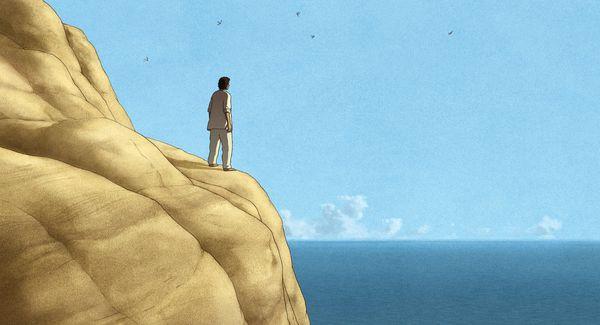 Szene aus die rote Schildkröte: Ein Mann steht auf einer Klippe und schaut auf das Meer hinaus.