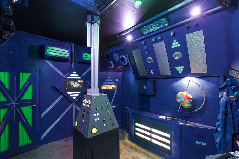 Space Escape bei Mission Accepted Berlin: Ein wunderbar eingerichtetes Raumschiffinneres.