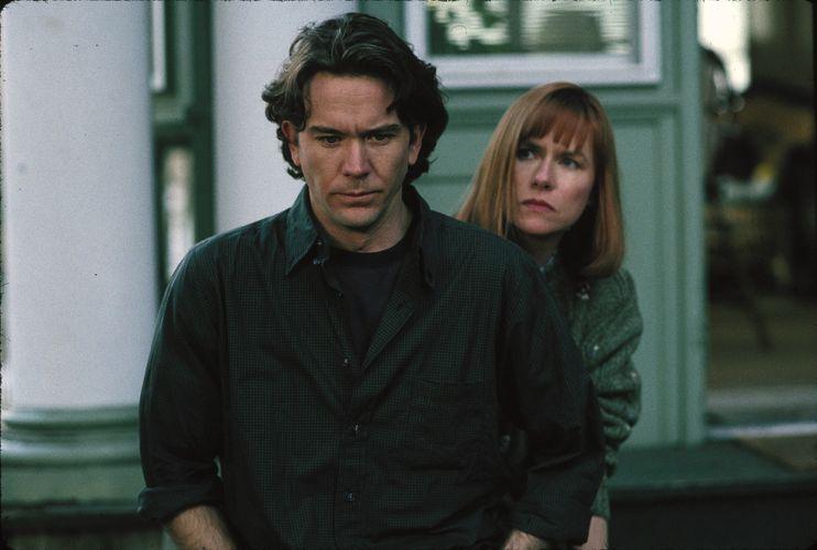 Ein Mann und eine Frau mit ernsten Gesichtern.