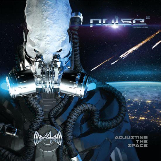 Cover von Adjusting the Space von Pulse: Ein weißes Alien mit Atemmaske, im Hintergund Meteore, die auf die Erde stürzen.