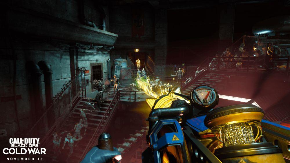 Zombie-Modus in Call of Duty Black Ops Cold War: Aus der Egoperspektive werden mit einer bunten Strahlenwaffe eine ganze Zombiehorde niedergemäht.